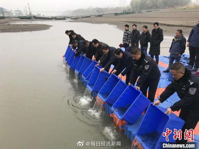 「摩天娱乐」月1日正式实施长江汉江十年摩天娱乐禁图片