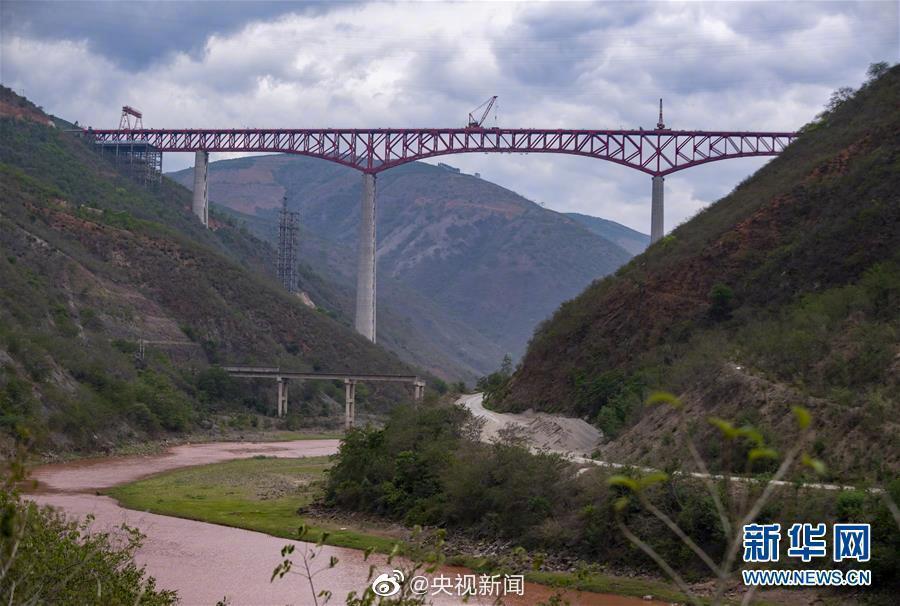杏悦平台:老昆杏悦平台万铁路世界第一高桥合图片