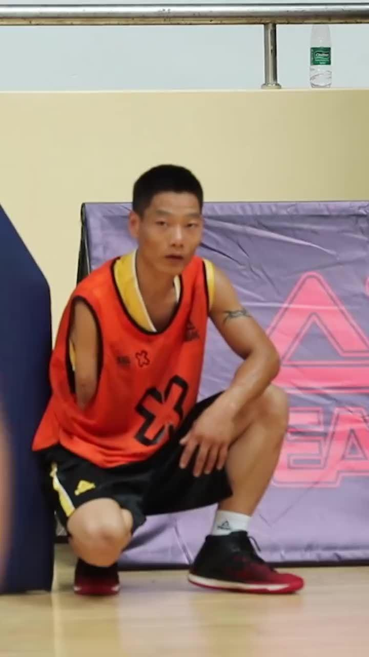 #3X3黄金联赛# 励志篮球少年,独臂大