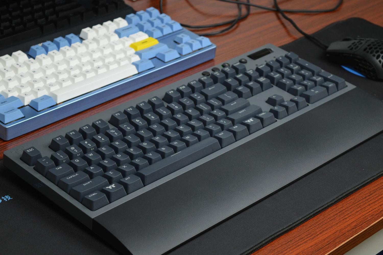 性价比优选 TT飞行家G521三模键盘上手体验