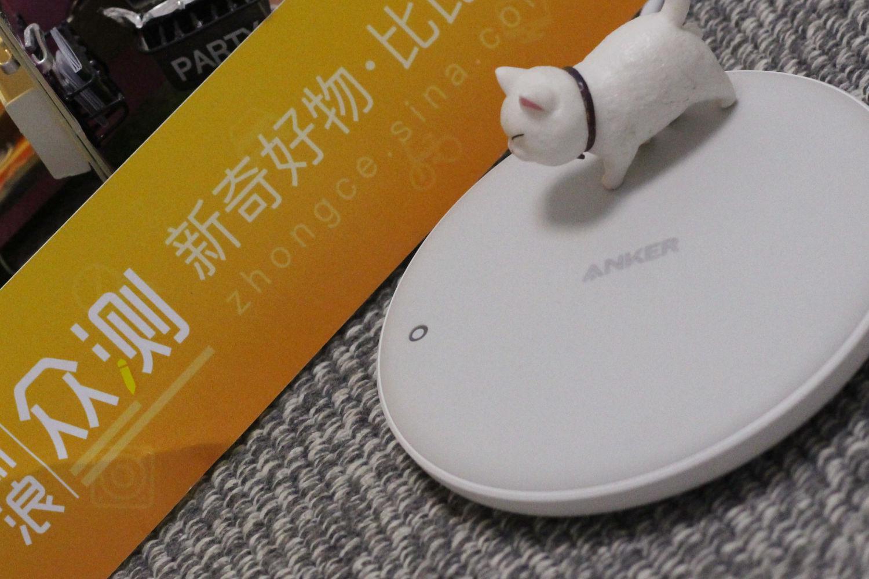 简洁大气、安全精致:Anker无线充电器