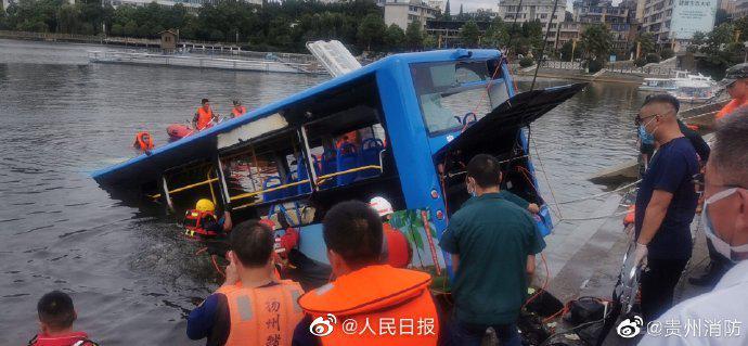 贵州坠湖公交救出36人中有学生4人:其中1名学生死亡图片