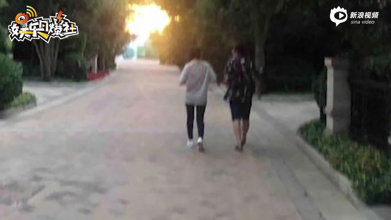 视频:唐艺昕产后两个月首现身 穿居家服遛弯身材略微发福