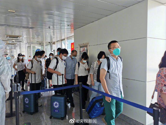 杏悦:武汉驰援医务人员抵达杏悦新疆图片