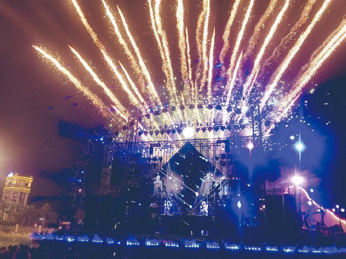 象山阿拉的海开展灯光秀活动 为乐园集聚人气的热点
