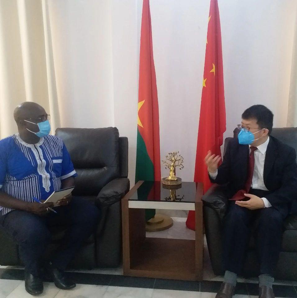 驻布基纳法索大使会见布瓦加广播台副台长