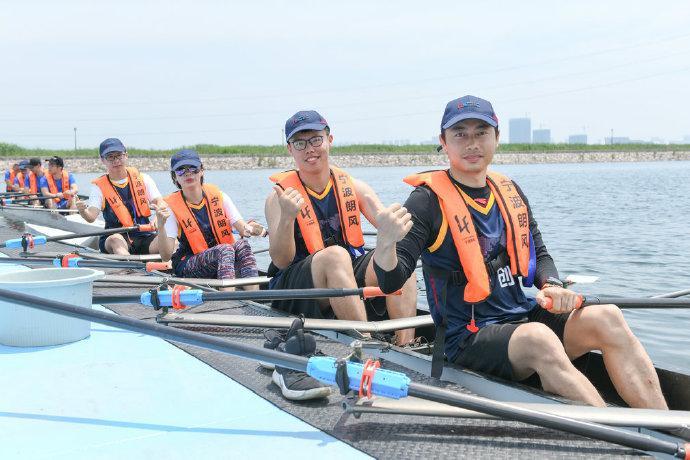北仑梅山湾举办赛艇角逐赛 宁创赛艇队最终获得冠军