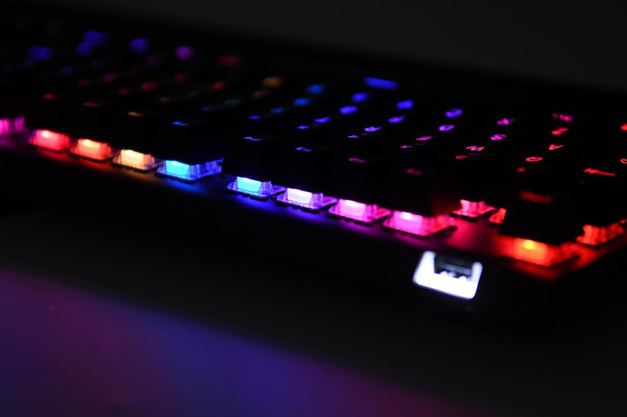 可自定义触发距离!赛睿APEX Pro机械键盘解析