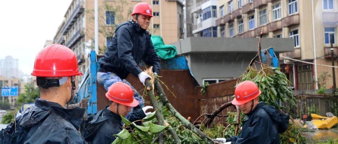 """台风""""黑格比""""来袭,东海水兵火速奔赴救灾一线!"""