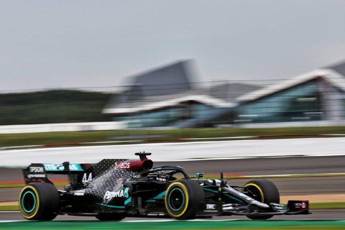 F1七十年站周五练习赛:梅赛德斯包揽前二