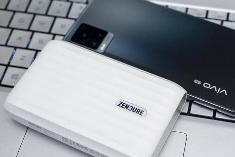 笔记本手机充电宝还能当HUB用?Zendure征拓X5