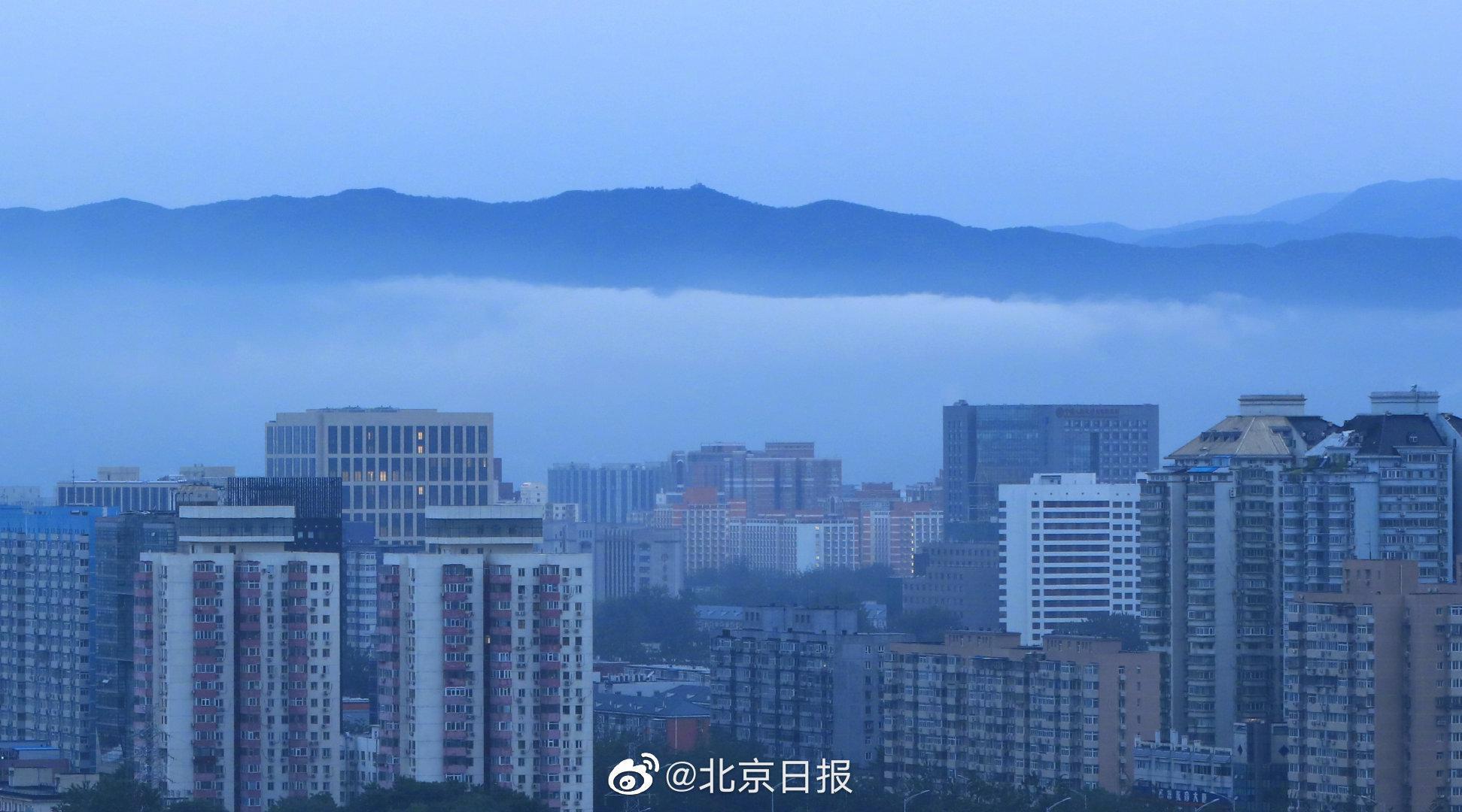 雨后北京西山现绝美云海