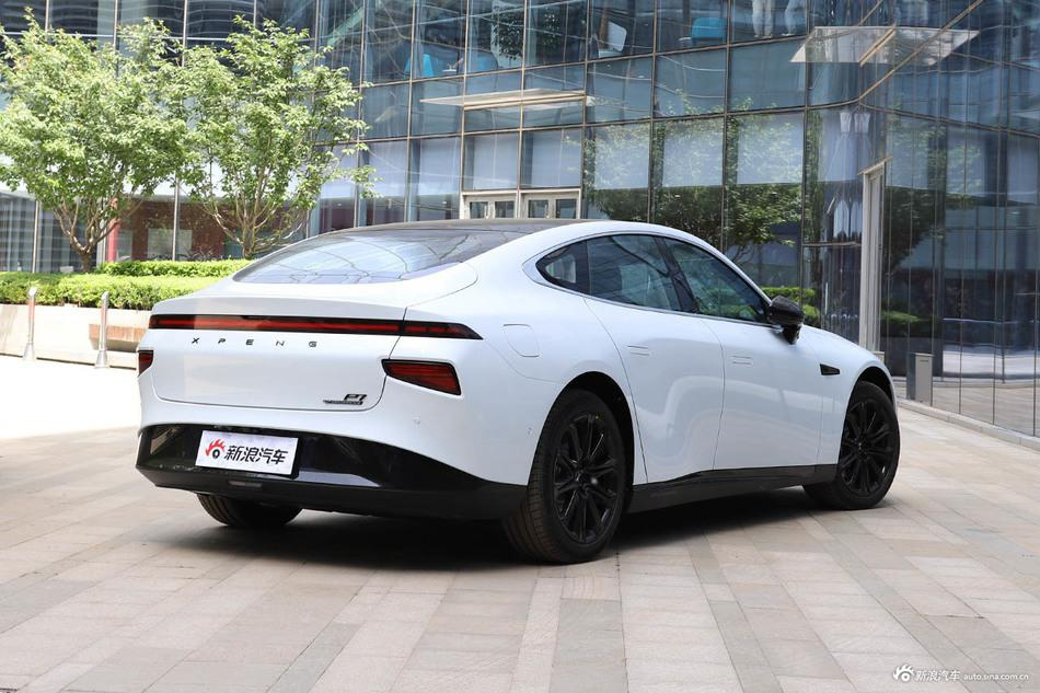 2020款小鹏汽车P7 四驱高性能智尊版