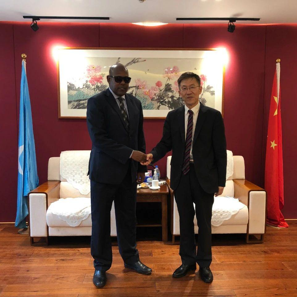驻索马里大使会见索外交与国际合作部顾问易卜拉欣