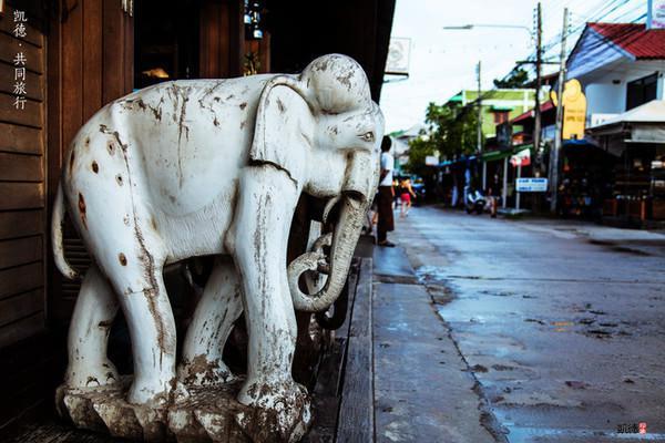 街道上随处可见的大象雕塑