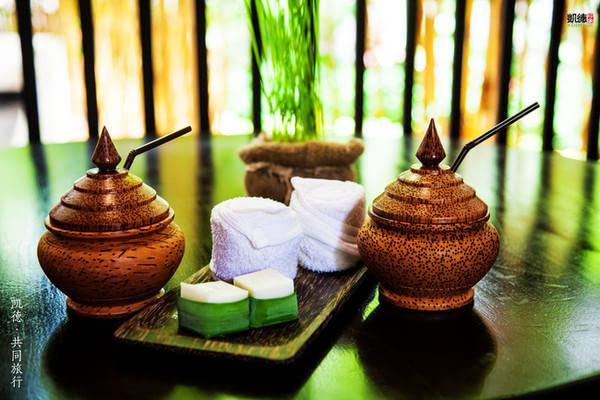 泰国特色饮料洛神花茶和椰子糕