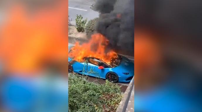 南京街头兰博基尼自燃,车身被烧得面目全非