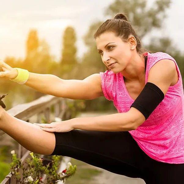 跑步前后练练这几个动作,再也不怕肌肉酸痛!