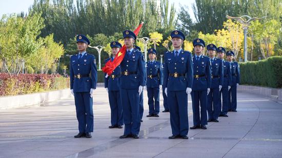 呼和浩特市庆祝中华人民共和国成立71周年升国旗仪式隆重举行