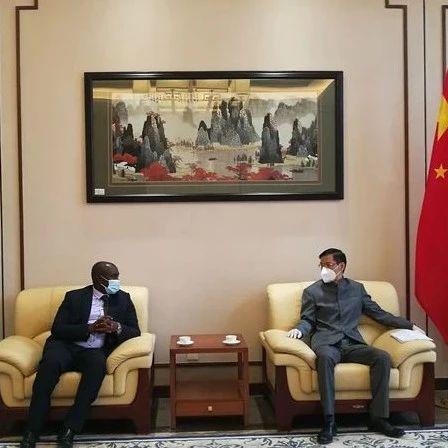 驻塞拉利昂大使会见塞议会副议长托马斯