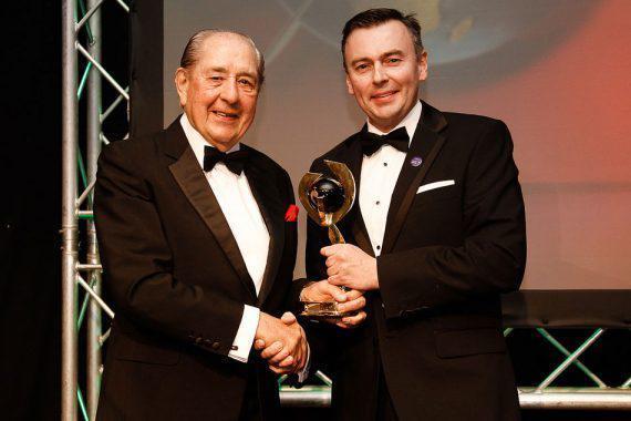 WST衷心祝贺雷克斯-威廉姆斯获颁大英帝国奖章