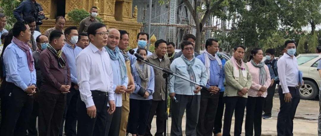 驻柬埔寨大使王文天慰问金边市洪灾灾民