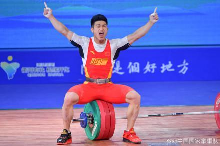 全锦赛石智勇超挺举世界纪录 总成绩平世界最佳