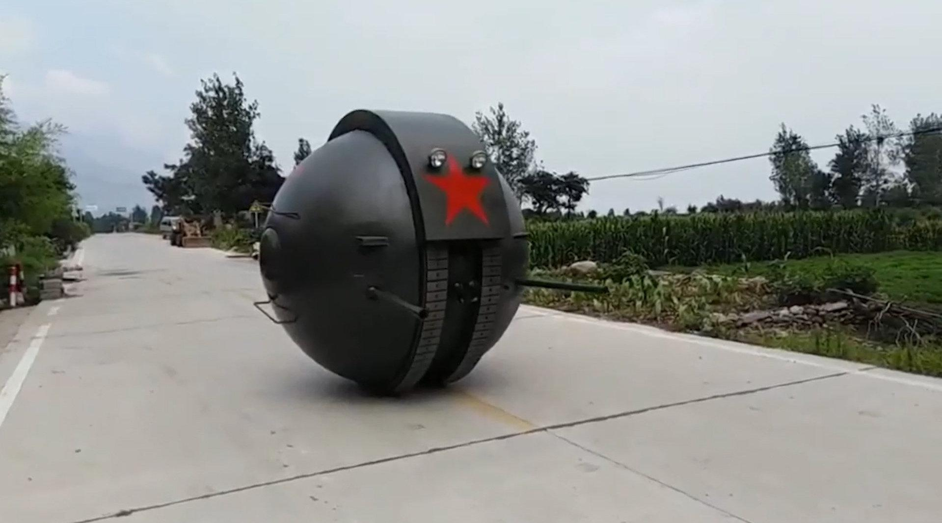 """河南一厂家复原苏联""""球形坦克"""":可搭载3人,造价20万"""