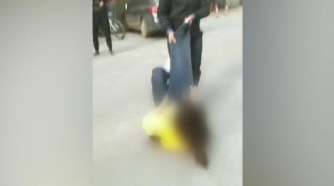 公务员被指殴打私生女母亲  回应称对方持续骚扰先动手