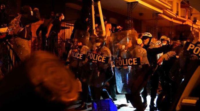 费城警察击毙非裔再引抗议 国民警卫队出动防骚乱