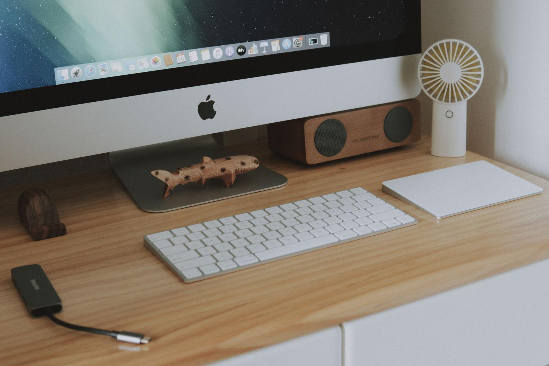 女孩怎么了?咱也有梦想的电脑桌面!