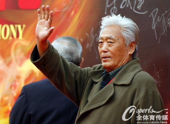 人民日报:高丰文指导一路走好 把一生献给中国足球