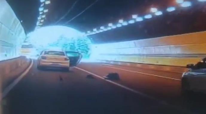 武汉一女乘客车速60码跳车 出租车主:全程无交流