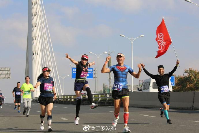 余姚昨日举行城市半程马拉松赛 1500余人参加了比赛