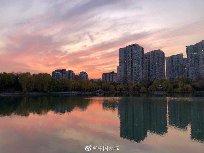 北京粉红晚霞惊艳亮相 你拍到了吗?