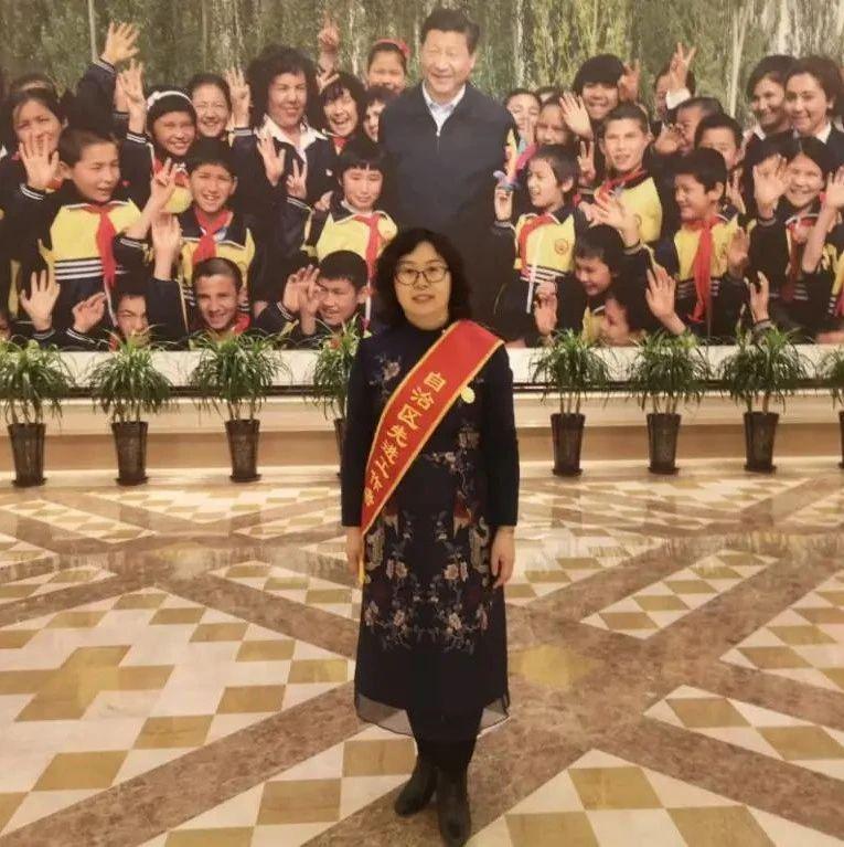 """【新大新闻】我校2人荣获""""自治区先进工作者""""荣誉称号"""