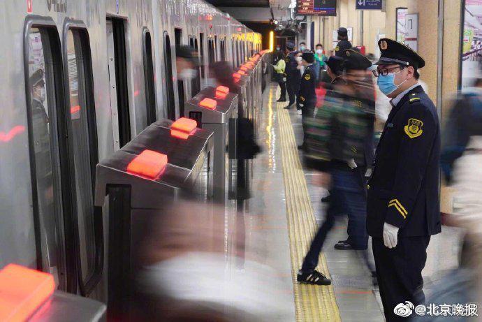 北京多条地铁线缩短发车间隔 10号线最快1分40秒一趟图片