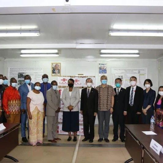 驻利比里亚大使出席中国政府援利医疗物资捐赠仪式