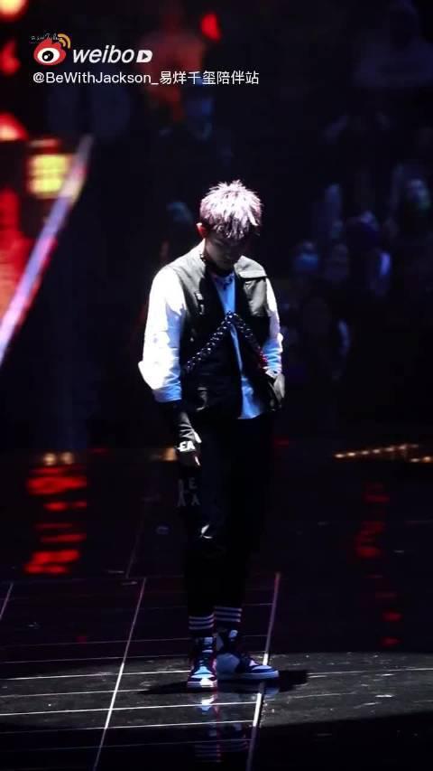 舞台上,唯我独尊的舞技派四字弟弟#易烊千玺韦一航# 四字 yyqx