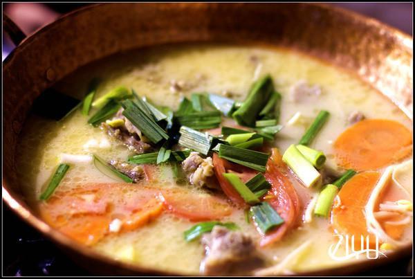 椒盐鸡豆粉:原材料是丽江特产的鸡豌豆,如果中午来还可以吃到凉拌鸡豆粉,也是这家的招牌菜之一。早餐和晚餐一般是吃不到的。