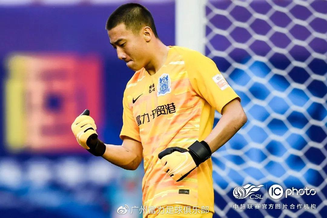 富力U21韩佳奇:程月磊对我言传身教 梦想为国出战