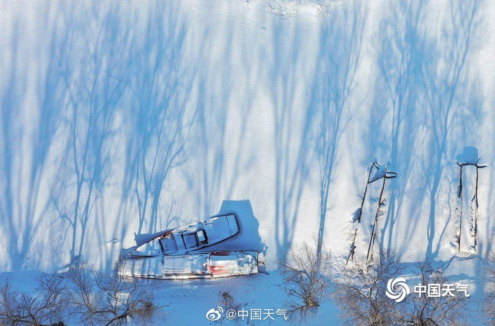 空中视角看雪后松花江 张张美如壁纸