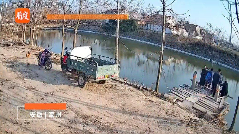 安徽男子看钓鱼压垮木台致4人落水 当事人:掉了几部手机 受轻伤