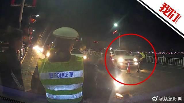 男子无证驾驶冲卡撞民警