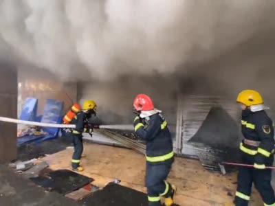 四川巴中:废品回收门市发生火灾 无人员伤亡