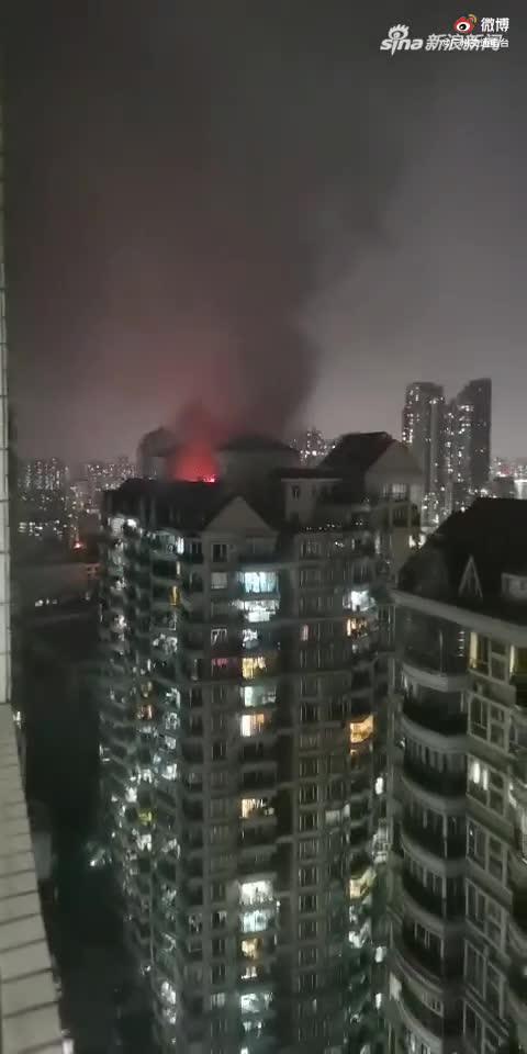 广州富力半岛小区发生火灾