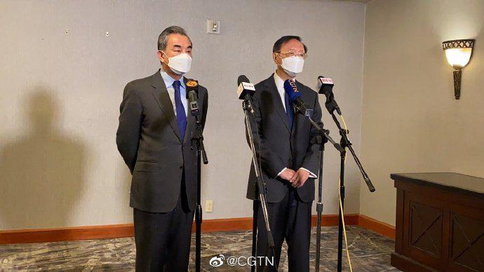 杨洁篪、王毅接受采访:美方不能低估中国维护主权的决心图片
