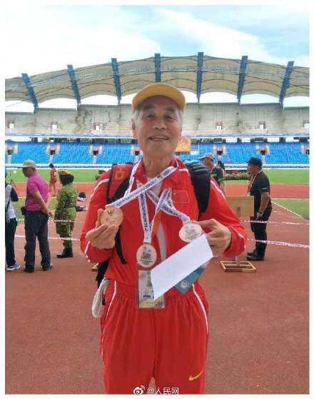80岁大爷打破5000米亚洲纪录 每天最少跑5公里