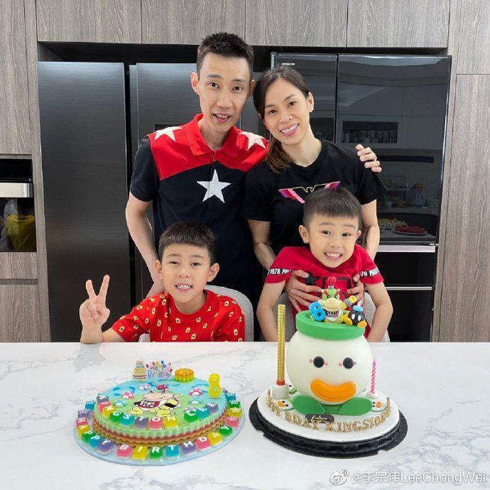 李宗伟晒全家福 发长文祝福儿子8岁生日快乐