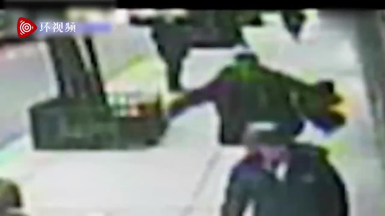 """纽约亚裔遭黑人男子尾随袭击,袭击者曾咆哮大喊""""我要杀了你"""""""